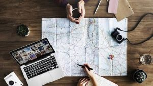 Susun Rencana Wisata Sendiri VS Jasa Biro Perjalanan Wisata, Lebih Untung Mana?